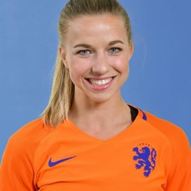 The 26-year old daughter of father Jack and mother Lisette Jackie Groenen in 2021 photo. Jackie Groenen earned a 0.15 million dollar salary - leaving the net worth at  million in 2021